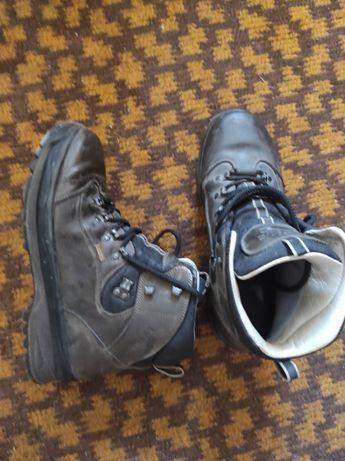 Трековые ботинки