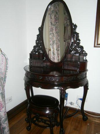 Toucador oriental com espelho e banco