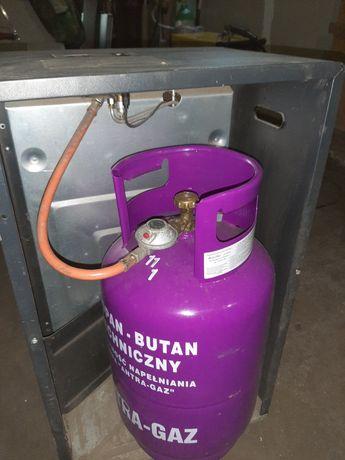 Piecyk gazowy z butlą i reduktorem.