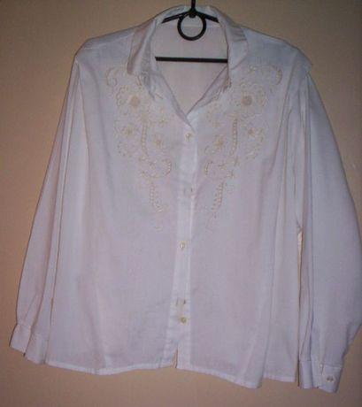 Белая блузка с длинным рукавом и кружевом