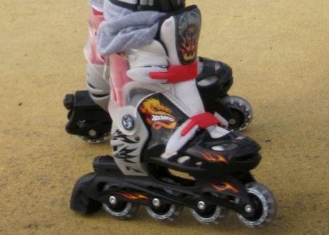 Lindo Patins Hot Wheels Ajustáveis para crianças de 5 á 8 anos