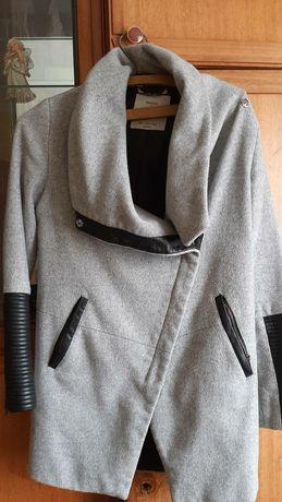 Пальто Bershka. Дешево