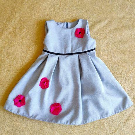 Sukienka z tiulowymi kwiatami