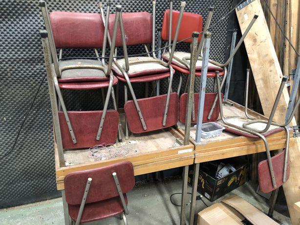 4 stoły i 8 krzeseł