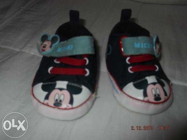 Sapatos de bébé Michey mouse 1ºs meses (têm 10 cm dos dedos ao calcanh