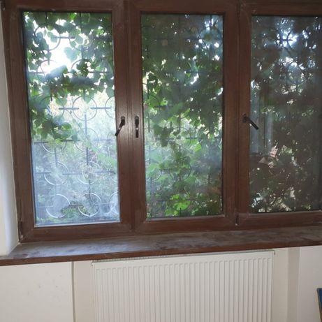 Okno z parapetem