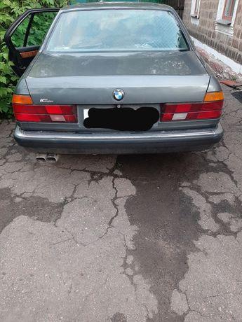 Продам BMW E32 735i