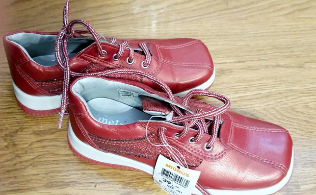 Дитяче взуття  100 грн