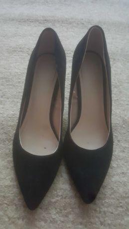 женские чёрные туфли