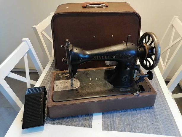 Maszyna do szycia SINGER z silnikiem elektrycznym w walizce PRL