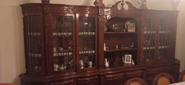 Mobília bonita clássica imaculada