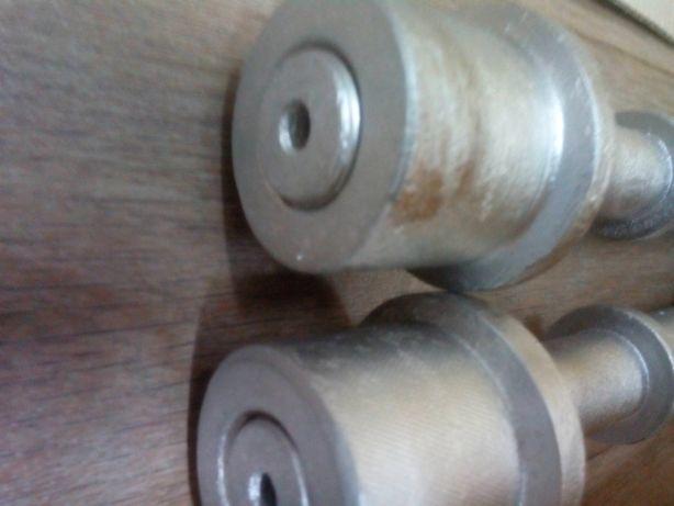 Ручки гантелей(вес 2,5 кг, диаметр посадкиблинов 25 мм). Парой