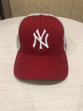Продам кепку New York красную
