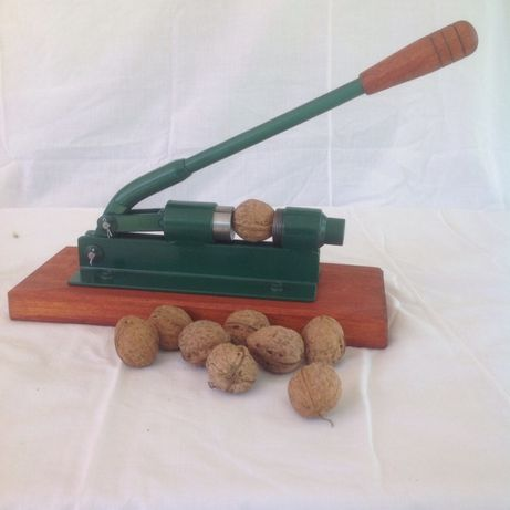 Горіхокол, орехокол. Ручной орехокол для грецкого, лесного ореха
