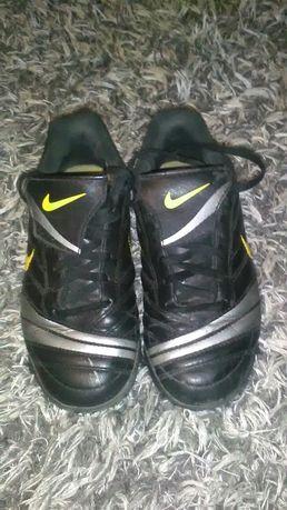 Korki turfy buty sportowe rozmiar 33 Nike