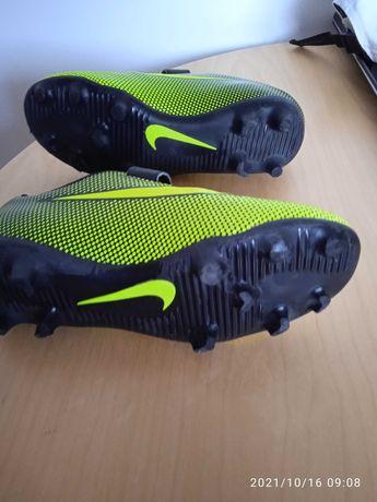 Chuteiras Nike novas