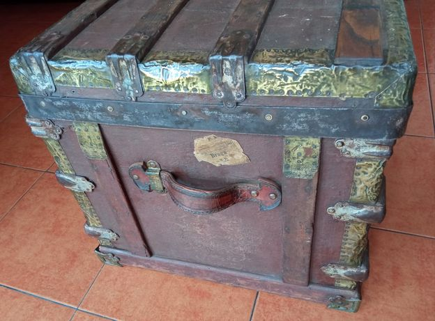 Caixa baú centenário usada em porão de barcos