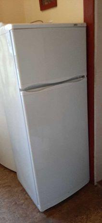 Холодильник Атлант,с верхней морозилкой.