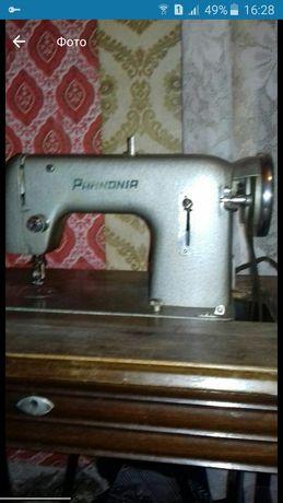 Швейная машинка на станке