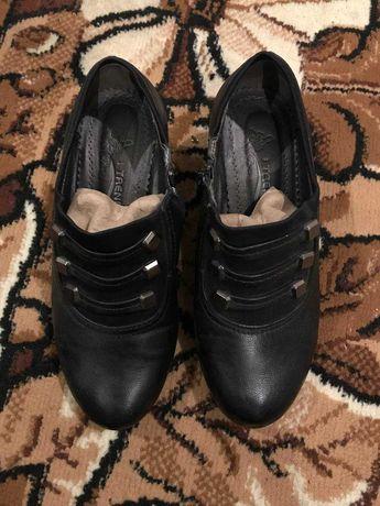 Новые ботильйоны туфли ботинки 37 размер 2 пары весна