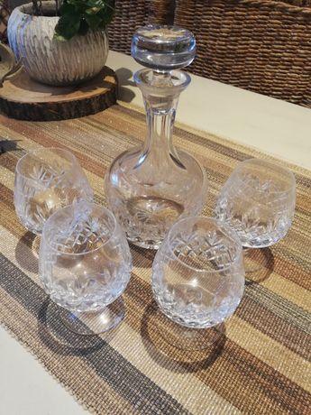 Garrafa com 4 copos de cristal
