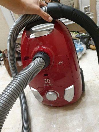 Пылесос для сухой уборки Electrolux easy go EEG4300WR