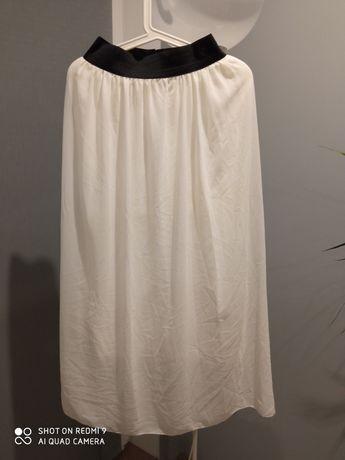 Biała długa spódnica