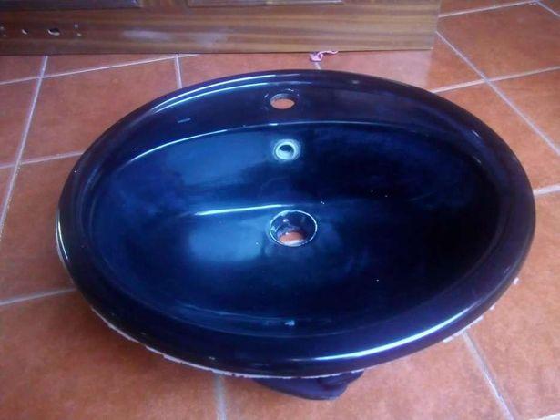 Bacia de lavatório preta