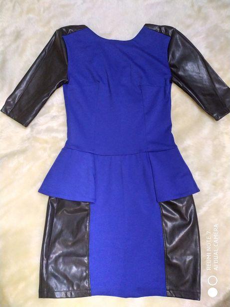 Платье с кожаными вставками. Красивое платье с баской