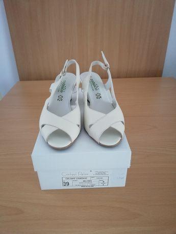 Nowe skórzane sandały na koturnie Conhpol