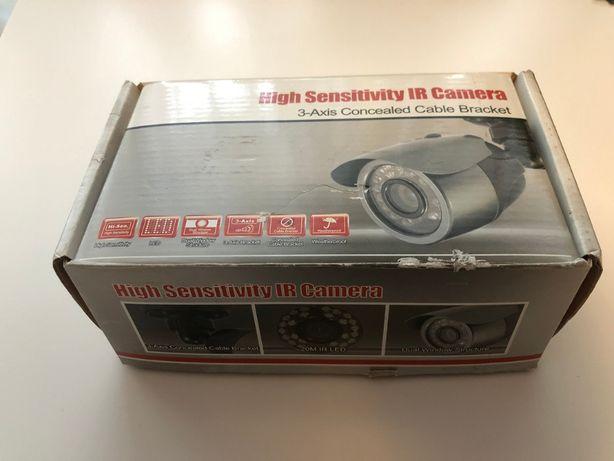 Kamera kolorowa z promiennikiem IR