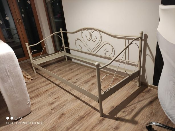 Łóżko metalowe beżowe