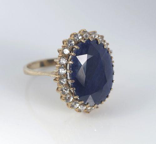 Золотое кольцо с драгоценными камням