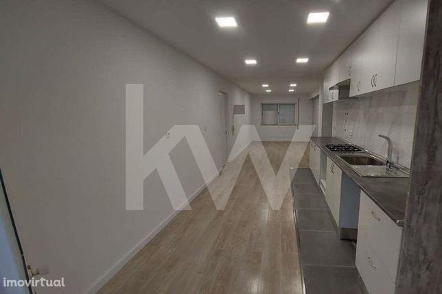 Vende, Apartamento T2 remodelado, Sangalhos, Anadia.