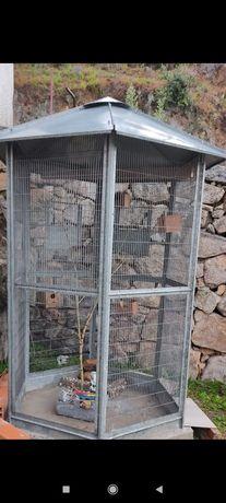 Vendo gaiola para pássaros