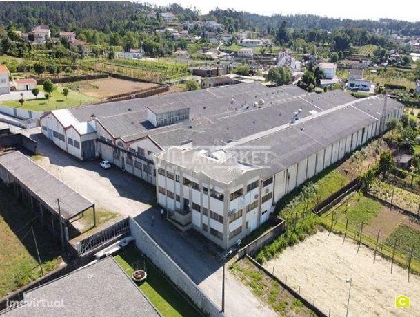 Armazém /  Unidade Industrial com 11372m2 em Padim da Graça / Braga