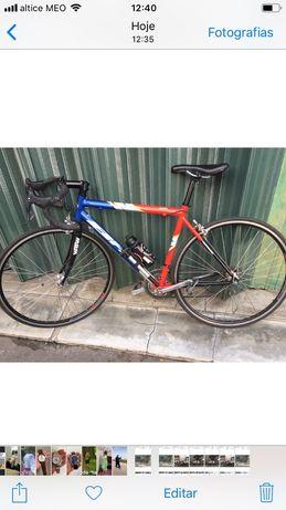 Tenho Bicicleta da marca BH.