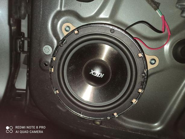 Подиумы Renault Scenic / Renault Kangoo под динамик 165мм. Рено кенго.