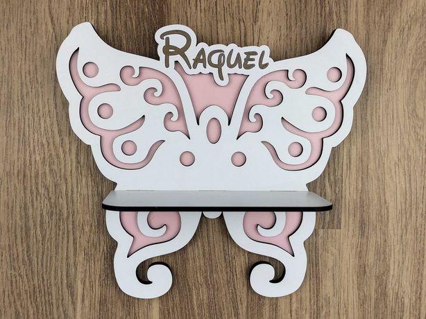 Decoração mini-prateleira para pendurar em forma de borboleta e nome