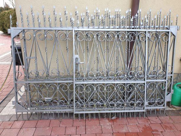 Brama wjazdowa dwuskrzydłowa , Bramka