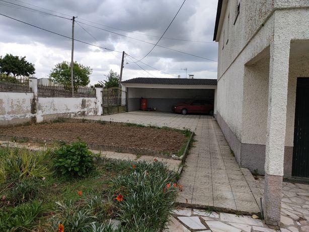 Moradia R/C primeiro andar sótão quintal com árvores e churrasqueira u