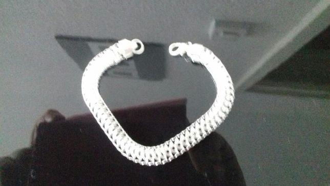 Nowa bransoletka w kolorze srebrnym (metal).