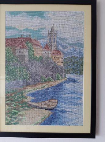 """Oprawiony, ręcznie wyszywany obraz """"Zamek na wzgórzu"""""""