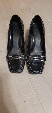 отдам кожаные туфли на каблуке
