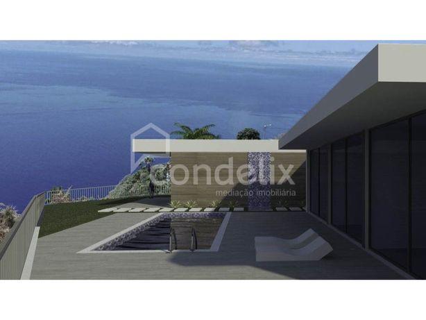Moradia T3 térrea com piscina e vista mar nos Prazeres