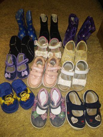 Босоніжки туфельки тапочки пінетки чобітки красовки