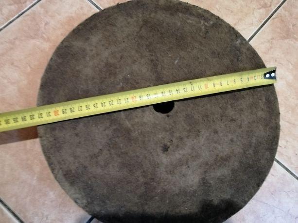 Продам войлочный круг 320х45х32 (плотный)