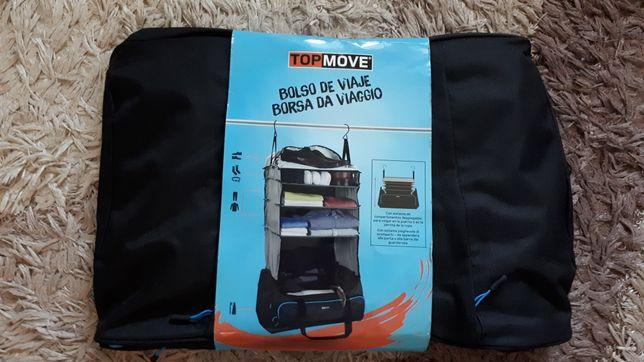Дорожная сумка с тремя полочками для вещей.