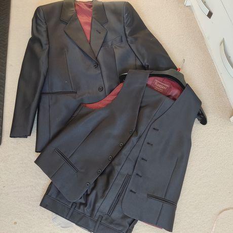 Trzyczęściowy garnitur firmy kozjani