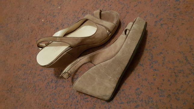 Top but 38 skórzane zamszowe sandal y koturn